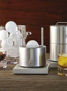 Take bar tending into the modern era with our Premium Cirrus Ice Ball Press Kit. If you're a cocktail connoisseur and you prefer to keep your mixed drinks strong and chilled, this is the perfect bar kit for you.  A great gift for Father's Day!