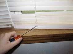 How to fix blinds