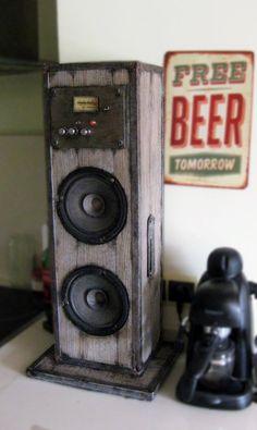 ¡Primero de muchos productos! Aquí es el sistema de sonido garaje Bluetooth estéreo, altavoz de alta fidelidad hecha a mano, hecho a mano en vinilo, plástico pintado y acero. Disfrutar de tus canciones favoritas en este sistema de sonido único a través de su conexión Bluetooth 4.0 con
