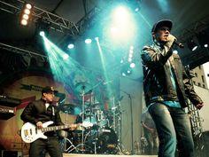 Banda de reggae celebra 15 anos de carreira e recebe o cantor e compositor Neto Trindade no palco da Fábrica de Cultura Vila Nova Cachoeirinha. A entrada é Catraca Livre.