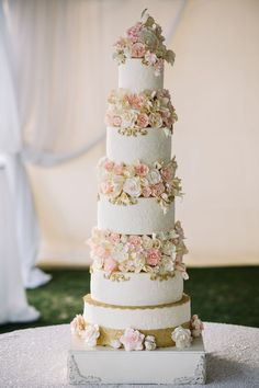 Alternate white-and-gold tiers with orchid and rose floral sections, like Rhonda Joodie did here, to create a refined confection / Aurora Textured Wedding Cakes, Floral Wedding Cakes, White Wedding Bouquets, Cool Wedding Cakes, Beautiful Wedding Cakes, Wedding Cake Designs, Wedding Ideas, Tiered Wedding Cakes, Wedding Planning