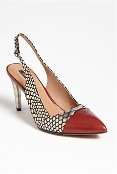 Rachel Zoe 'Eileen' Pump available at <-- This shoe will add a pop to a navy, grey or black pant or skirt. Pretty Shoes, Beautiful Shoes, Crazy Shoes, Me Too Shoes, Rachel Zoe, Metallic Heels, Slingback Pump, Vogue, Casual Boots