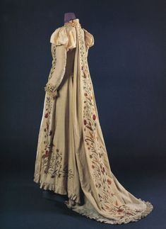 """""""Embroidered wool tea gown, probably English, From the Doyle couture auction, November Link connects to Vintage Textiles main page. 1880s Fashion, Victorian Fashion, Vintage Fashion, Victorian Dresses, Victorian Era, Antique Clothing, Historical Clothing, Historical Dress, Historical Costume"""