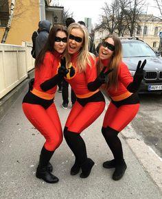 tres mujeres vestidas de super heroes los increibles