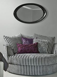 Top designers share their favorite shades for creating daring and unexpected living room color palettes that embrace bright colors and unique combinations. Modern Living Room Colors, Living Room Color Schemes, Living Room Chairs, Living Room Furniture, Living Room Decor, Dining Room, Salons Violet, Purple Rooms, Deco Design
