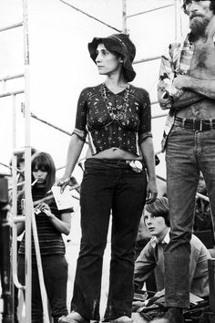 Fans look upon the crowd from the stage at the 1969 Woodstock Music Festival. Photo Credit: Hulton Archive, Getty Images via StyleList 1969 Woodstock, Festival Woodstock, Woodstock Music, Woodstock Photos, 1960s Fashion, Fashion News, Boho Fashion, Fashion Styles, Vintage Fashion
