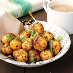 Tandoori spicy roasted potatoes ~ Exotic flavors in a simple snack that you can't resist! Potato Dishes, Potato Recipes, Veggie Recipes, Indian Food Recipes, Vegetarian Recipes, Cooking Recipes, Healthy Recipes, Side Dish Recipes, Side Dishes