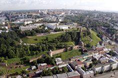 Годовой объем вводимого жилья за последние несколько лет в Нижнем Новгороде вырос в 1,5 раза. На фоне развитого рынка ипотечного кредитования фиксируется увеличение стоимости жилья в новостройках, которое повлияло на повышение средней цены. Спрос на жилье довольно большой, несмотря на высокие темпы нового строительства. Текущая обеспеченность жильем составляет 25,1 кв. м  Цена — 62,3 тыс. руб. за 1 кв. м.  За год цены выросли на 7%.