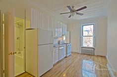 Super 1.5 BR with a Balcony in Carroll Gardens!