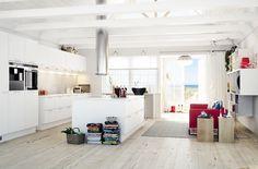 Minimalistisen tyylikäs, valkoinen keittiö