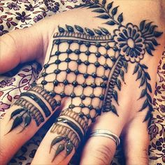 Unique Hand Mehndi Design http://www.abagofhappiness.com/101-unique-hand-mehndi-designs-images/