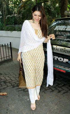 Spotted in Bandra: Hansika Motwani gets surprised to see paparazzi cream coloured salwar and kameez with a white dupatta Salwar Designs, Simple Kurti Designs, Kurta Designs Women, Kurti Designs Party Wear, Indian Attire, Indian Wear, Indian Outfits, Pakistani Dresses Casual, Pakistani Dress Design
