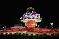 One of the most colorful events of the China's National Day celebration is the Flower Bed festival. Lot's of flowers... few pots...