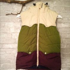 Billabong vest Warm winter billabong vest with removable fur lining on hood Billabong Jackets & Coats Vests