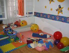 Pedagogia Brasil: Berçário – o que trabalhar? Thing 1, Montessori, Kids Rugs, Professor, Home Decor, Base, Learning Games, Gross Motor Skills, Baby Sensory