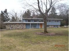 RPRICE REDUCED to $84,900 123 Minges Circle Battle Creek MI 49015 Large 4 bedroom 3 bath split level home with Fireplace in Family Room and Attached 2 car garage. Seller is selling The Property AS IS''.Buyer to verify all data. See all data and schedule showings at www.MyMichiganForeclosures.com or CLIENTS may call Richard Stewart 269-345-7000 REO Specialists llc AGENTS please follow instructions in MLS