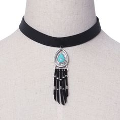 If you want to make your neck more beautiful and slender, you must wear this choker necklace to highlight your noble temperament. It has a tassel and gemstone pendant that shows a vintage style.