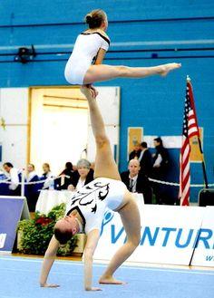 Par americano de ginástica acrobatica