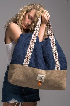 sailor_beach_bag_vingeproject – Gamze Türkmen – Join the world of pinWe introduce you our brand's newest bag design, our Beach Bag. We are totaly in love with this beauty, especially with the little tassels at the frontIts an eye catcher every w My Bags, Purses And Bags, Oversized Beach Bags, Sacs Design, Denim Bag, Fabric Bags, New Bag, Handmade Bags, Bag Making