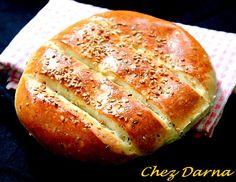 la recette que je vous poste aujourd hui, est une recette de pain que je fais pendants les fêtes,un pain au sésame et anis,doré au jaune d oeufs,très moelleux et bien gouteux idéal pour accompagner les plats de fêtes... je souhaite un aid moubarak à tous...