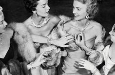 Marilyn Monroe en Harry Winston http://www.vogue.fr/joaillerie/a-lire/diaporama/les-diamants-d-harry-winston/10056/image/632670#!2