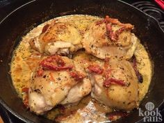 Chicken with Sun-Dried Tomato Cream Sauce Quick Lunch Recipes, Meat Recipes, Cooking Recipes, Zucchini Tortilla, Chicken Recepies, Tomato Cream Sauces, Different Recipes, International Recipes, Baked Chicken