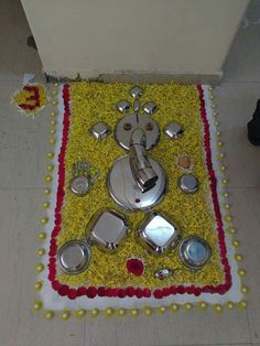 Gauri Decoration, Thali Decoration Ideas, Ganpati Decoration At Home, Diwali Decorations At Home, Festival Decorations, Rangoli Designs Flower, Rangoli Ideas, Rangoli Designs Diwali, Flower Rangoli