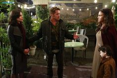 "#OnceUponATime 4x01 ""A Tale of Two Sisters"" - Regina, Robin Hood, Marian and Roland"