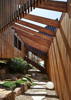 split house via BKK architects. port phillip bay, victoria, australia.