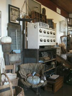 found farm things. Market Displays, Booth Displays, Store Displays, Fall Displays, Antique Mall Booth, Antique Shops, Booth Ideas, Display Ideas, Flea Market Booth
