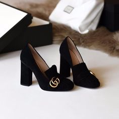 9 Incredible Unique Ideas: Shoes Heels Flats shoes 2018 fashion show.Valentino Shoes Source by ahseeraw shoes heels Cute Shoes, Women's Shoes, Me Too Shoes, Shoe Boots, Shoes Sneakers, Shoes Style, Shoes Men, Trendy Shoes, Flat Shoes