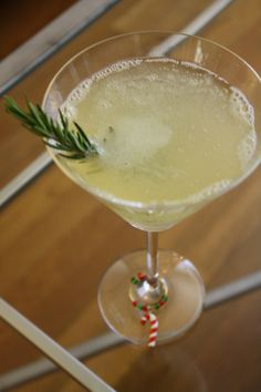 "A Classy Christmas Cocktail - Partridge in a Pear Tree- pear vodka, lemon juice, simple syrup, champagne, rosemary ""tree"" Party Drinks, Cocktail Drinks, Fun Drinks, Yummy Drinks, Cocktail Recipes, Drink Recipes, Drinks Alcohol, Alcohol Recipes, Cocktail Ideas"