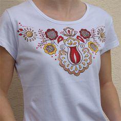 Maľované výšivky Maľované s láskou Trička dámske-332 Glamour, T Shirts For Women, Mens Tops, Fashion, Suitcase, Moda, Fashion Styles, The Shining, Fashion Illustrations