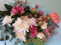 Season's prettiest... #chinaclay #clovelly #australianceramics #functionalceramics #ceramicsgallery #flowers #florist #chinaclaydeliveries