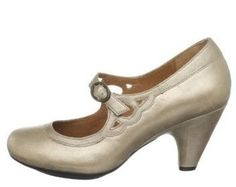 totally sweet vintage wedding shoes!!  :D -  visit the outlets at Brides book for more great deals from retailers from around the globe at http://www.brides-book.com