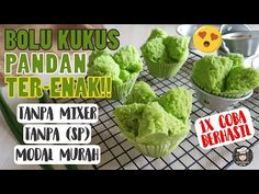 Pandan Cake, Indonesian Desserts, Cake Recipes, Dessert Recipes, Steamed Cake, Traditional Cakes, Food And Drink, Treats, Vegetables