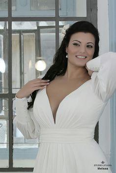 Simple chiffon plus sizewedding dress full of elegance and seduction all in one. Melissa. Studio Levana