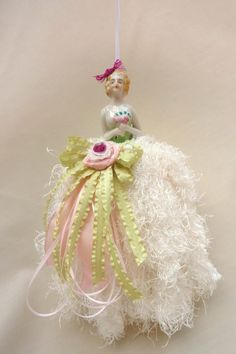 Decorative Tassel...I think I would like to make this for my mom...would bring back memories of her mom...:)