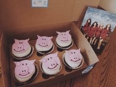 Mmm! These cupcakes posted by @hi_lyssa look awesome! #HeftyHanna #PLL