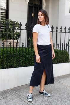 You know fashion blogger Sara Donaldson as the minimalist behind fashion blog Harper and Harley, and chances are you're even one of the 488,000 people who obsess over her pared-back, black, white, and grey style onInstagram. Now, the 26-year-old blogger--who's worked with brands like Gucci,Estée Lauder, and Mercedes-Benz--is launching her own online store; The Undone.…