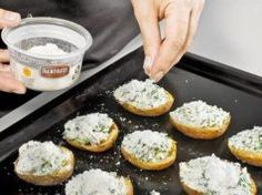 Nový způsob jak si připravit tyto jednoduché brambory s česnekovou směsí.