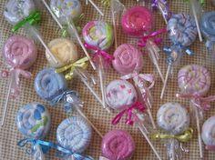 Washcloth Lollipops for baby shower gift. I used a bib in place of the washcloth. Washcloth Lollipops, Baby Washcloth, Baby Shower Diapers, Baby Boy Shower, Bridal Shower Gifts, Baby Shower Gifts, Diy Gifts, Handmade Gifts, Shower Bebe