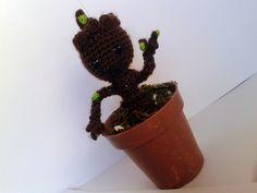 Baby Groot Amigurumi - de Guardianes de la Galaxia - Patrón Gratis en Español aquí: http://eltallerdecoser.blogspot.de/2014/09/patron-de-baby-groot.html?m=1