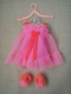 barbie clothes 1970s, I wanted the fuzzy slippers just like barbie and my mother Vintage Barbie Clothes, Vintage Dolls, Doll Clothes, Vintage Outfits, Barbie Outfits, Barbie Dress, Fuzzy Slippers, 70s Toys, Play Barbie