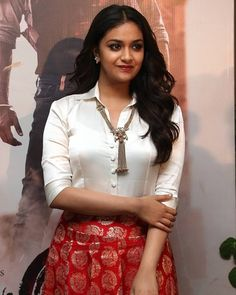 Indian Actress Hot Pics, Indian Bollywood Actress, Beautiful Bollywood Actress, South Indian Actress, Indian Actresses, Beautiful Girl Indian, Beautiful Indian Actress, Keerthy Suresh Hot, Keerti Suresh
