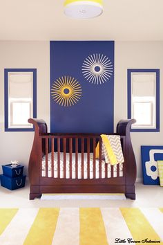 These bright starbursts on the navy accent wall just scream summer! #modernnursery #summerinthecity