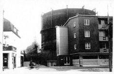 De hoek van de Agnetenwal en de Rosmolenstraat met de gasfabriek in de jaren '60
