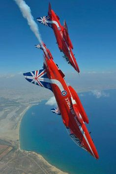 Raf Red Arrows, Airplane Crafts, Aerial Acrobatics, Blue Angels, Royal Air Force, Airplanes, Fighter Jets, Pictures, Photos