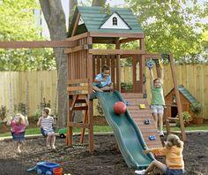 Spielgeräte im eigenen Garten - Kinderhaus mit Kletterwand und Wellenrutsche