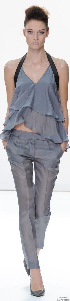 Daks Spring 2015 Ready-to-Wear Fashion Show Grey Fashion, Love Fashion, Runway Fashion, Fashion Show, Fashion Design, London Fashion, London Spring, Spring Summer Fashion, Spring 2015